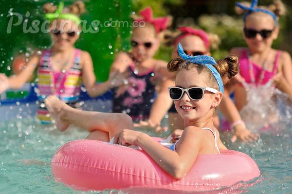 Fiestas en la piscina buen plan para el fin de semana - Fiesta de piscina ...