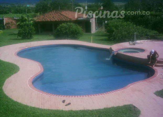 Im genes de maunaloaspa piscinas for Polvo en la piscina
