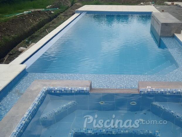 Im genes de maunaloaspa piscinas for Piscinas con jacuzzi y cascada