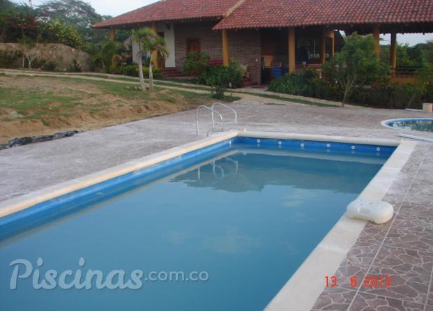 Im genes de aquaspa colombia for Cerramiento para piscinas colombia