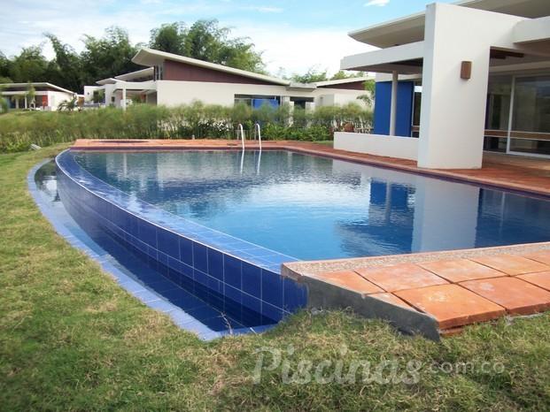 Piscinar de colombia for Cerramiento para piscinas colombia